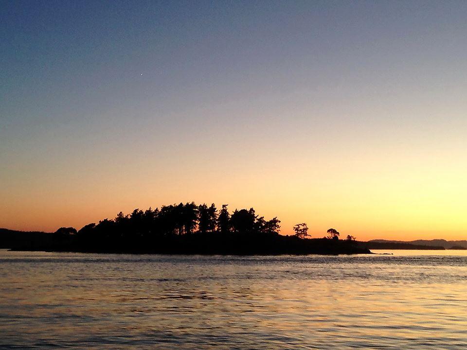 sunset moonrise sailing San Juan Islands