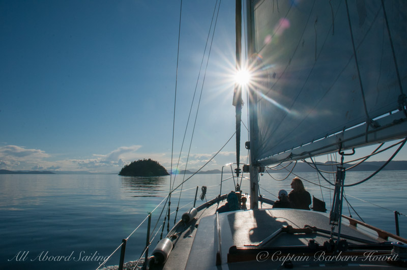 Sailing in paradise to Skipjack Island