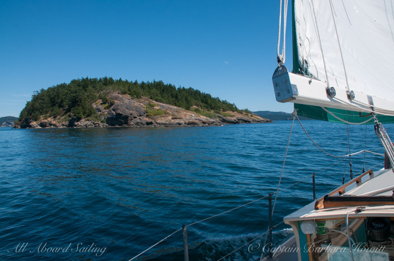 Sailing towards Flattop Island